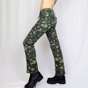 SOLD Early 00's Levi's camo cargo pants